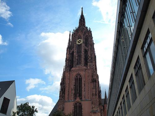 歩いて回るフランクフルト半日観光その2.大聖堂から市場そしてマインタワーに登ってみた