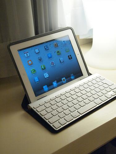 iPad用のキーボードを買いました