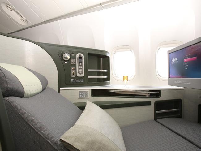 最高のビジネスクラスシート!エバー航空ロイヤルローレル搭乗記 台北桃園→シンガポールBR225