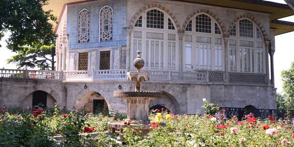 トプカプ宮殿の見どころは宝物殿より聖遺物館